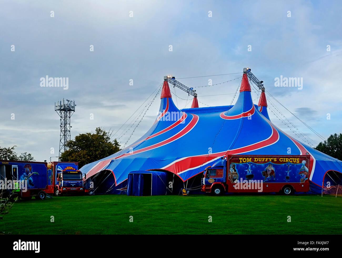 Duffyu0027s Brothers traditional Irish Circus tent show & Duffyu0027s Brothers traditional Irish Circus tent show Stock Photo ...