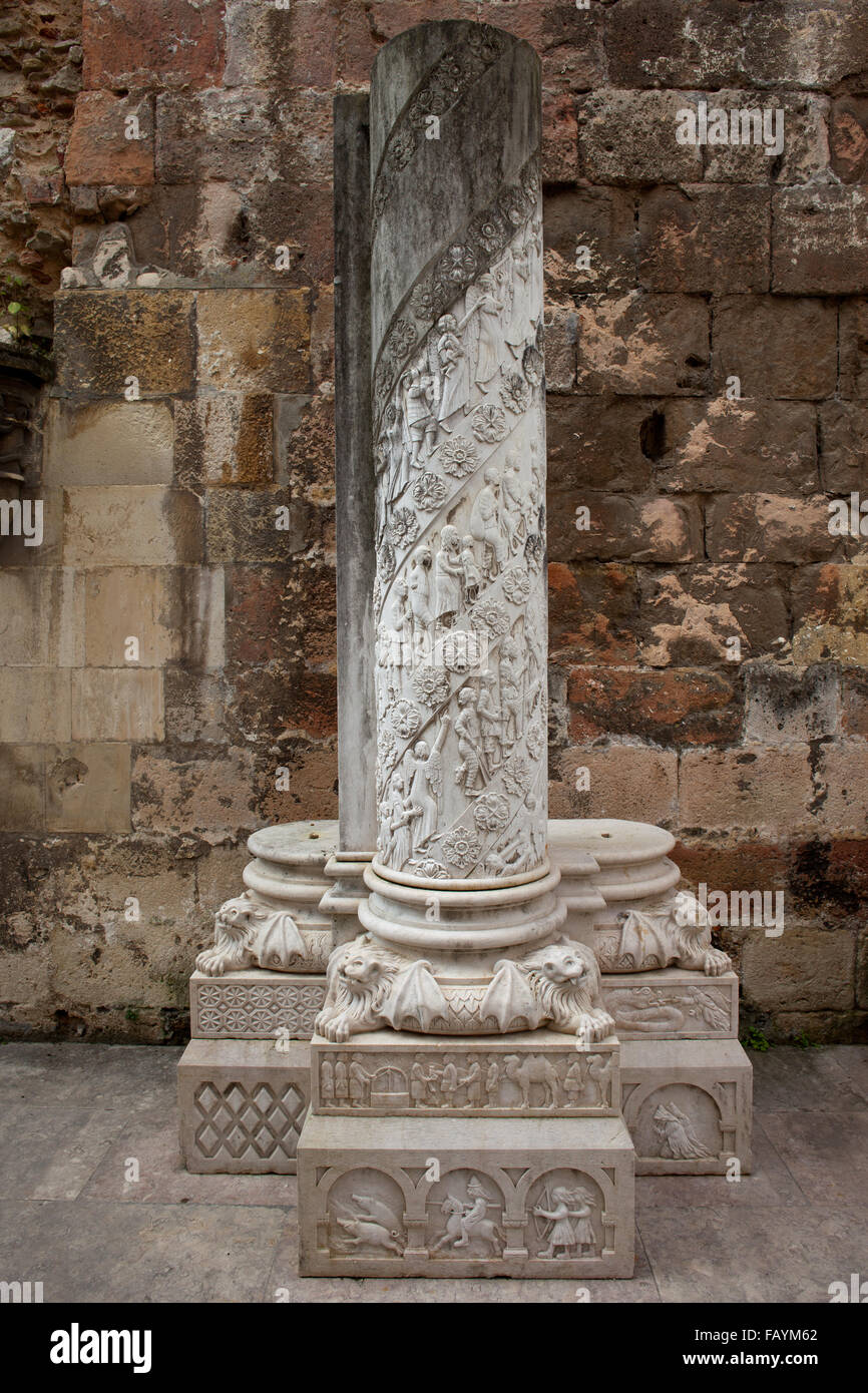 Portugal lisbon cathedral cloister column with carvings