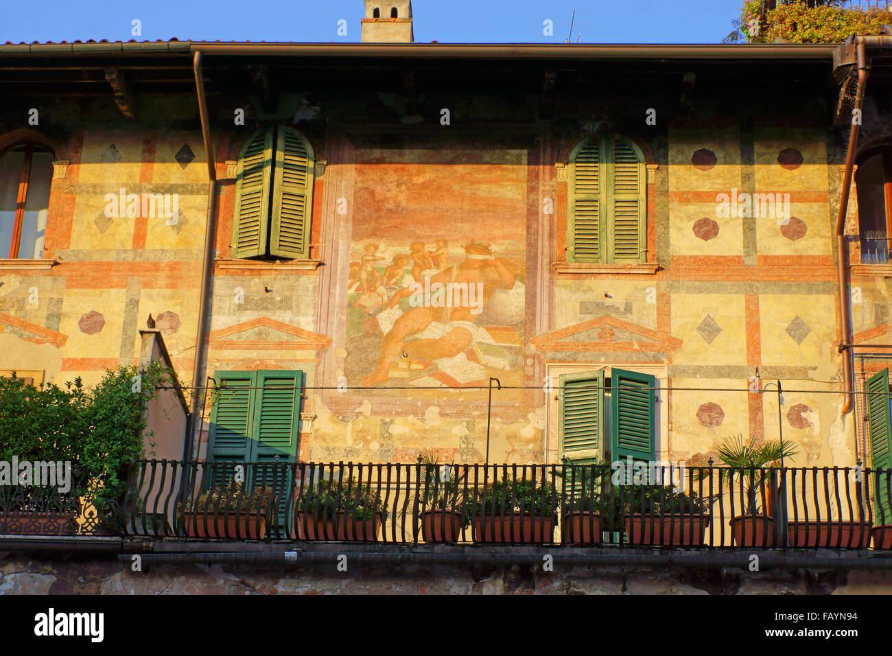 Mural on Casa dei Mazzanti, Historic town Verona, Lombardie, Italy ...