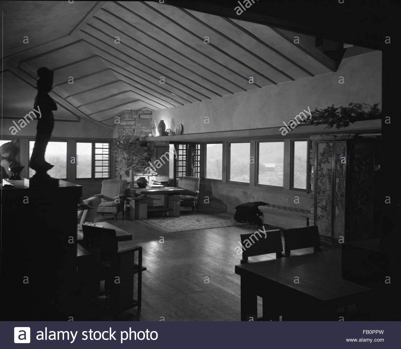 Taliesin East in Spring Green (Wis.), 1937 Dec. Interior living ...