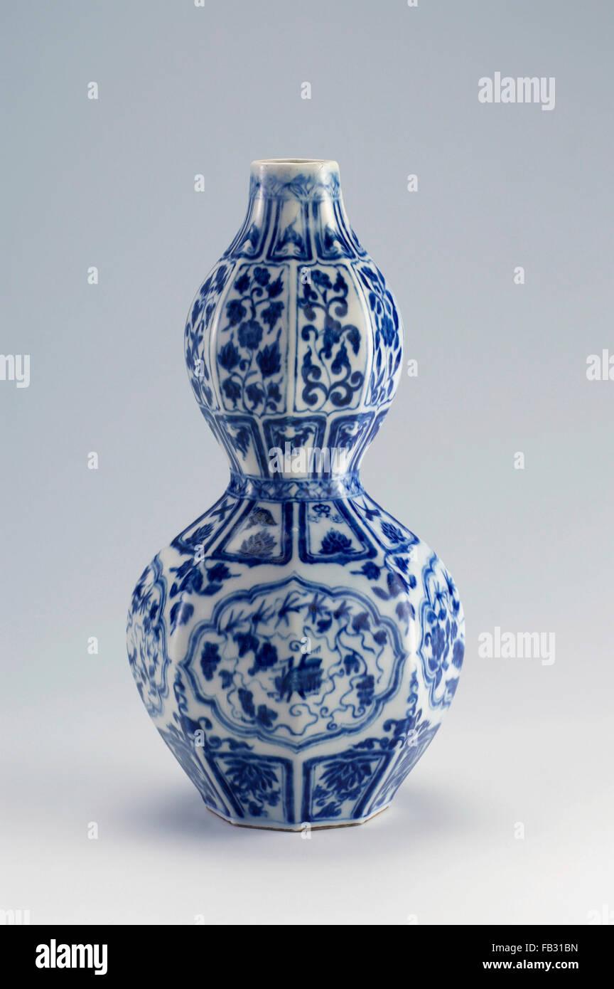 Chinese antique vase on the plain back ground stock photo royalty chinese antique vase on the plain back ground reviewsmspy