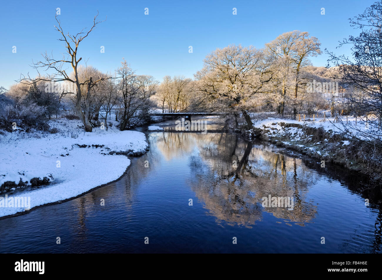 A chilly winter scene in the english countryside a blue for Desktop gratis inverno