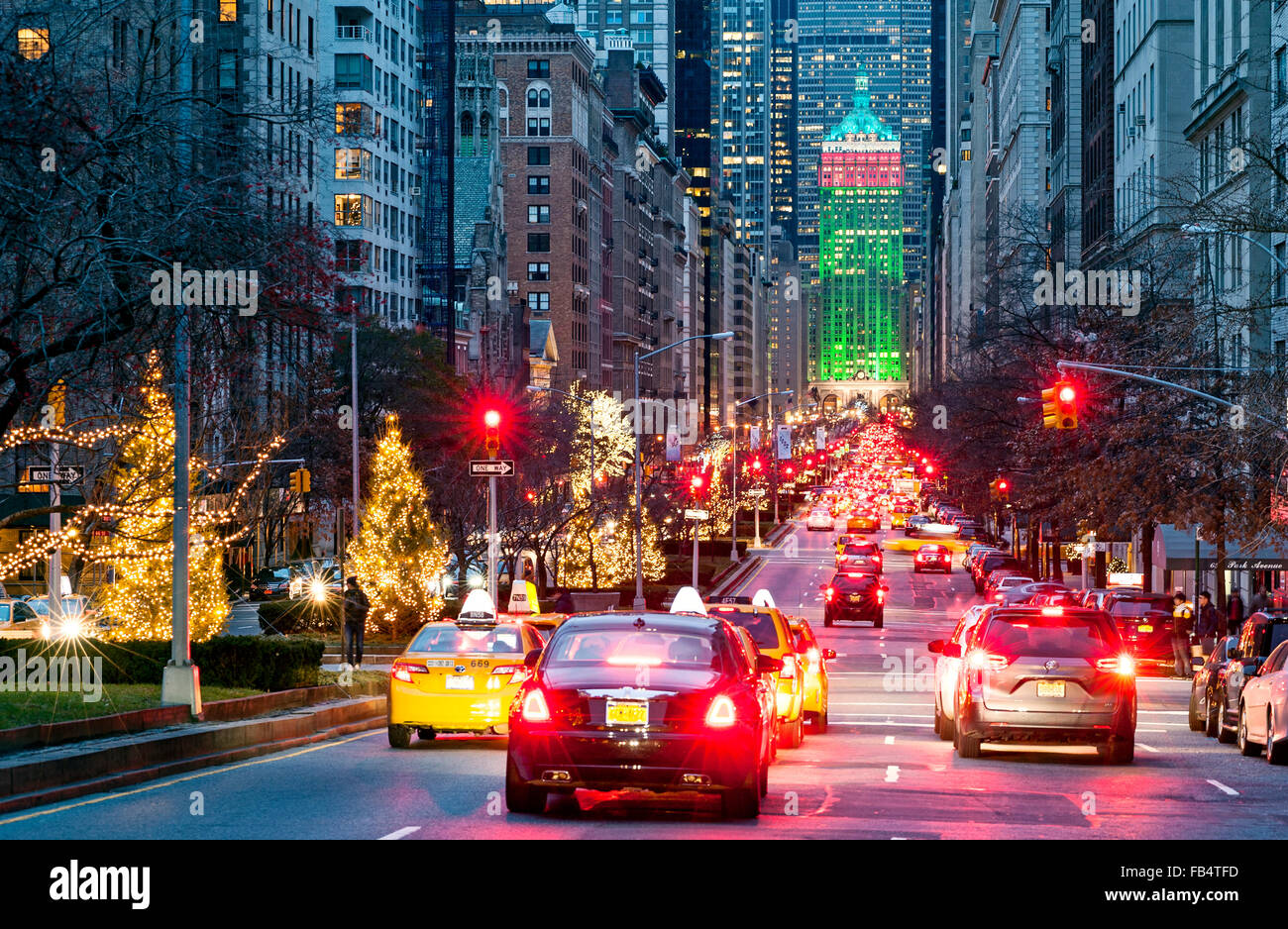 New york street park avenue new york city christmas for When does new york start decorating for christmas