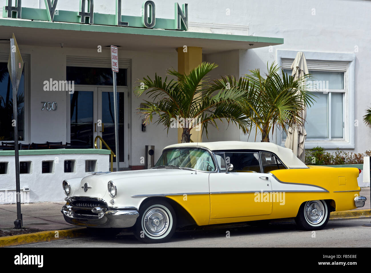 Classic American Vintage Cars Ocean Drive Miami Beach Stock
