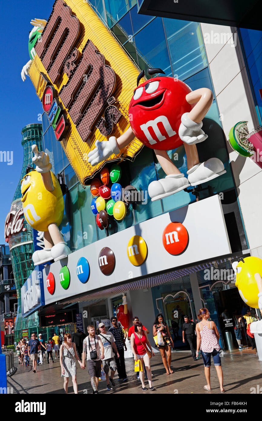 People outside the M&M World Store on Las Vegas boulevard, Las ...