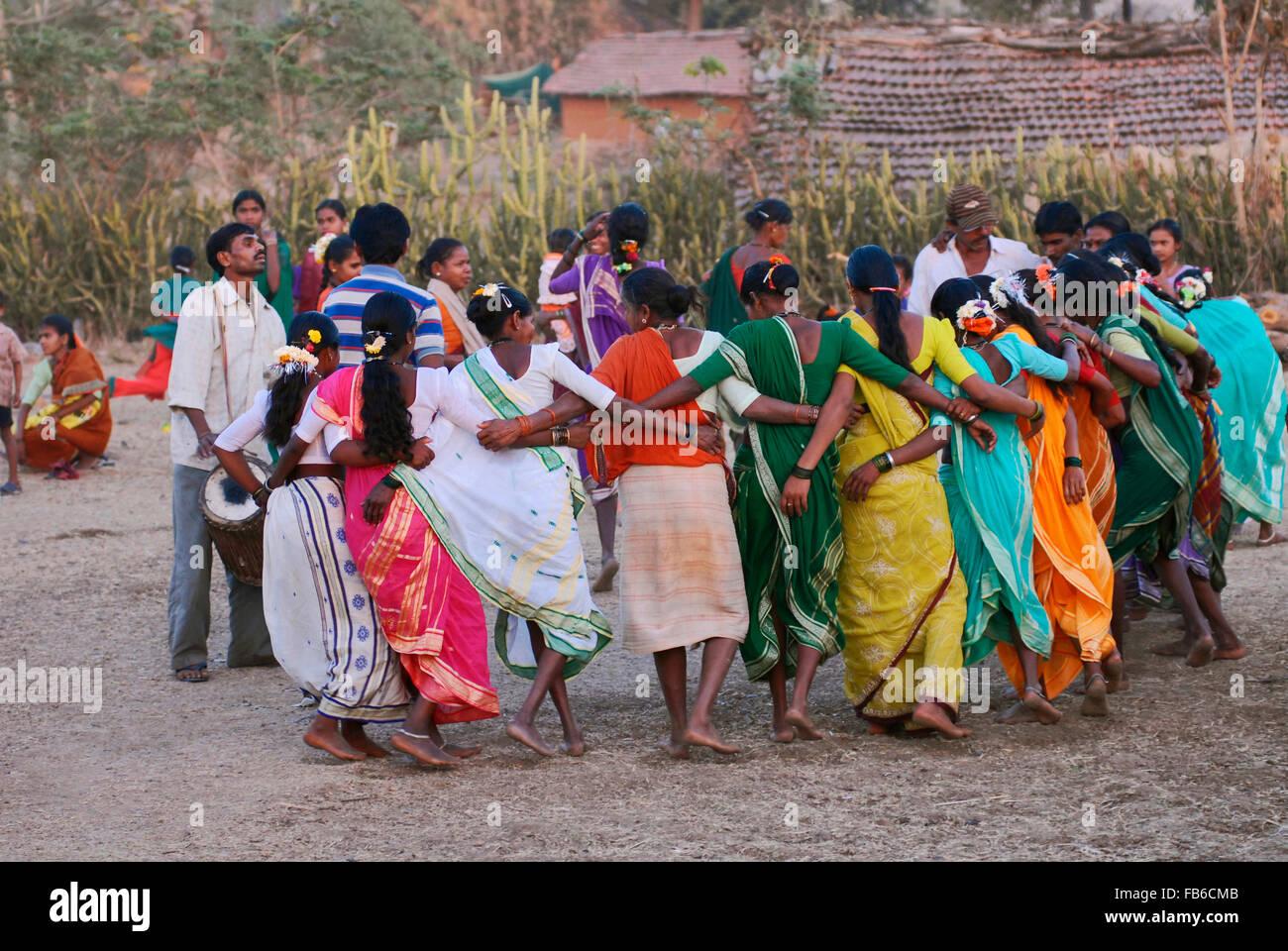 Warli dhumsa wedding dance raitali village dahanu maharashtra warli dhumsa wedding dance raitali village dahanu maharashtra india thecheapjerseys Gallery