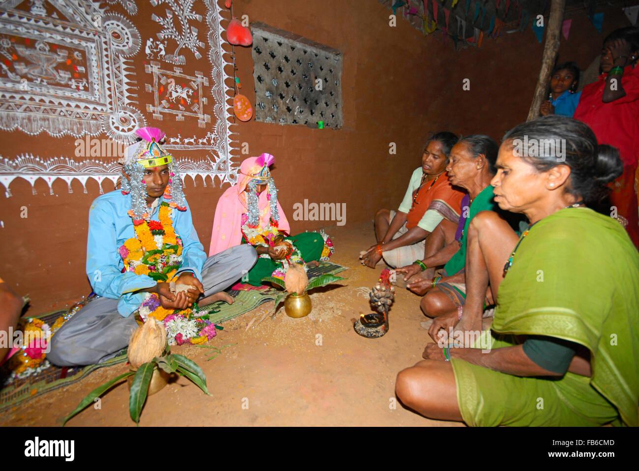 Warli tribe wedding ceremony raitali village dahanu warli tribe wedding ceremony raitali village dahanu maharashtra india thecheapjerseys Gallery