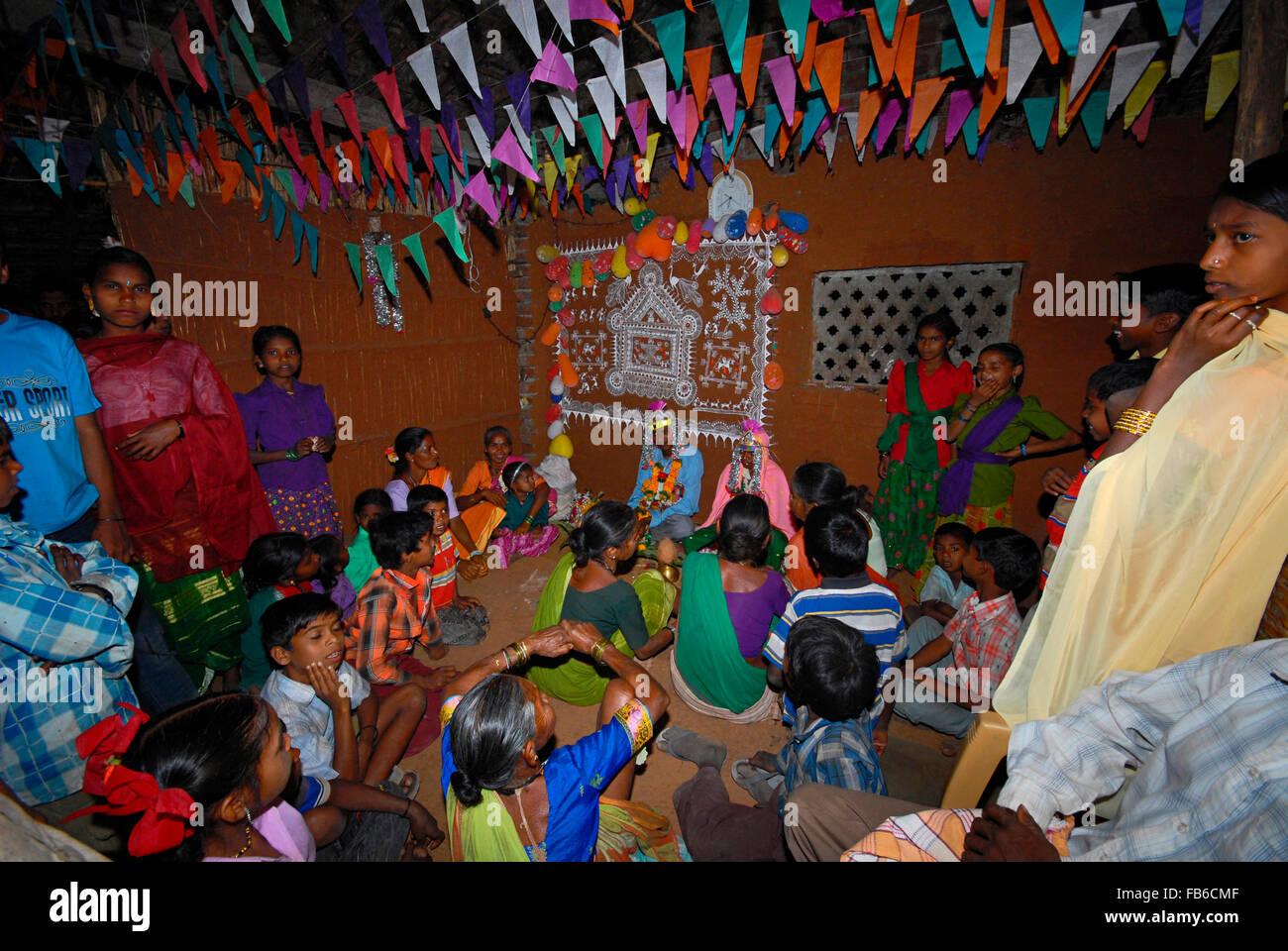 Warli tribe wedding ceremony raitali village dahanu warli tribe wedding ceremony with painting in background raitali village dahanu maharashtra thecheapjerseys Gallery