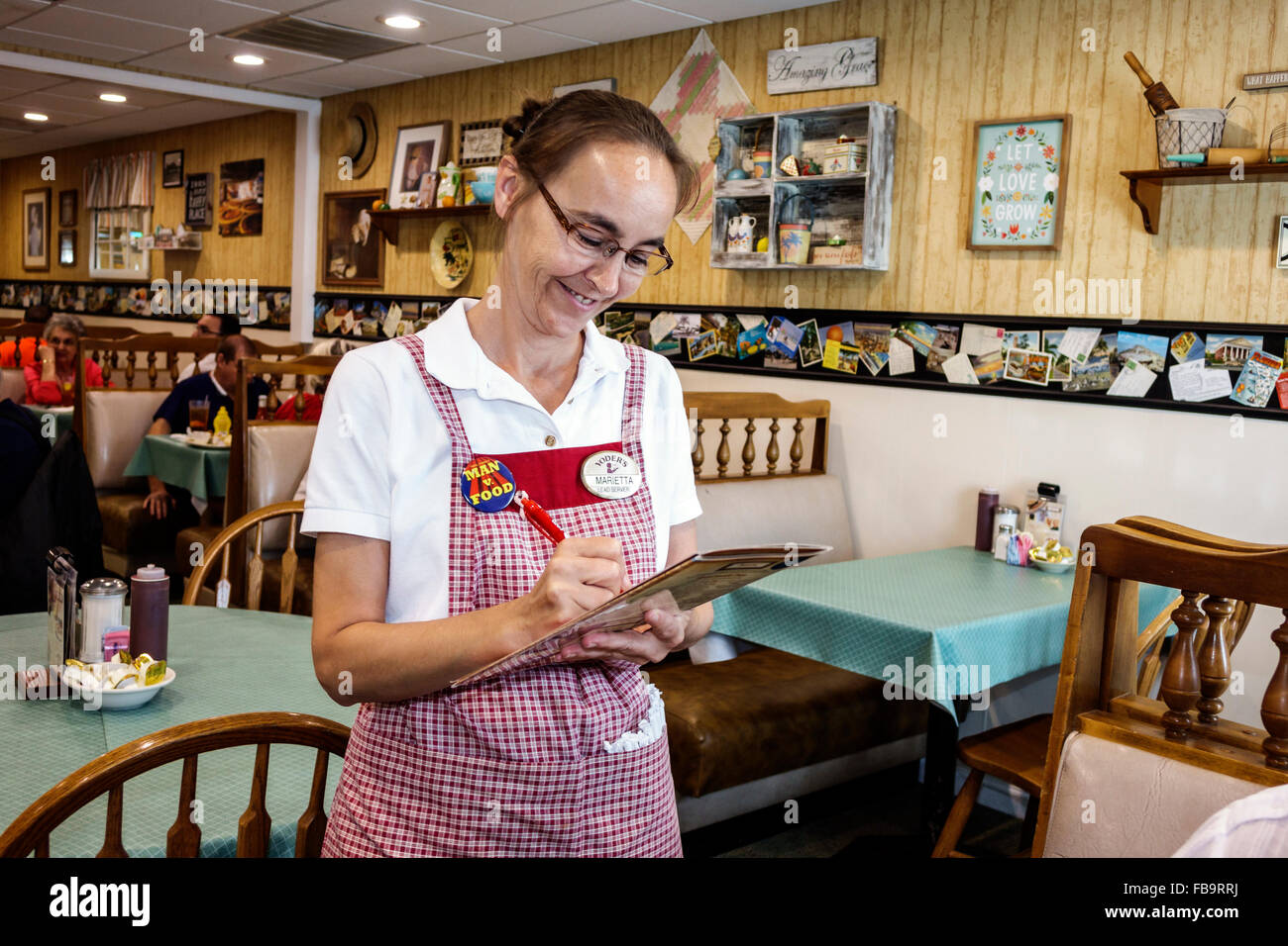 Sarasota Florida Pinecraft Amish Community Yoderu0027s Amish Village Restaurant  Restaurant Inside Booths Tables Woman Stock Photo