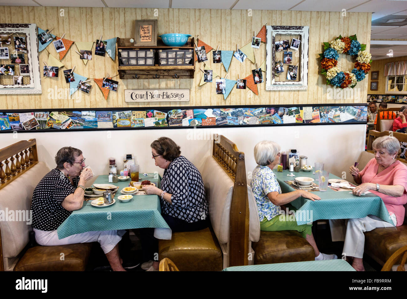 Sarasota Florida Pinecraft Amish Community Yoderu0027s Amish Village Restaurant  Restaurant Inside Booths Tables Senior Stock Photo