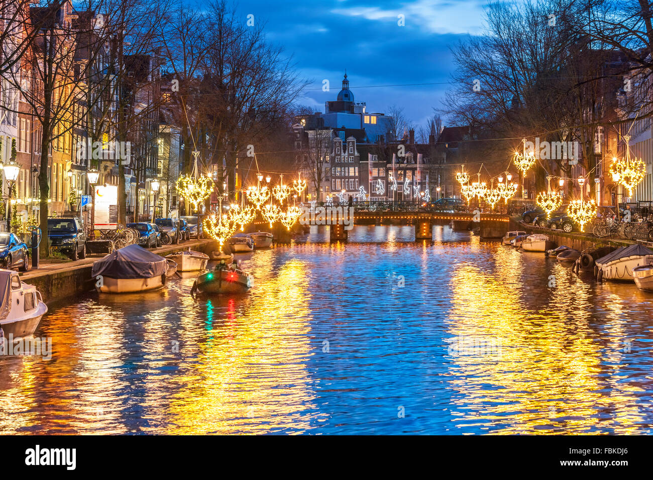 Amsterdam herengracht canal in winter with seasonal lights for Herengracht amsterdam
