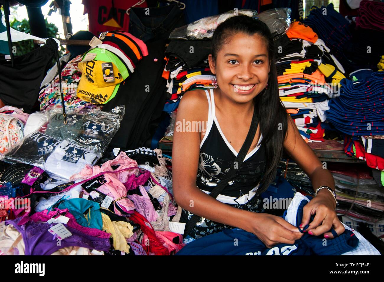 young shop assistant clothing stall av monsenor rodriguez cbd young shop assistant clothing stall av monsenor rodriguez cbd ciudad del este