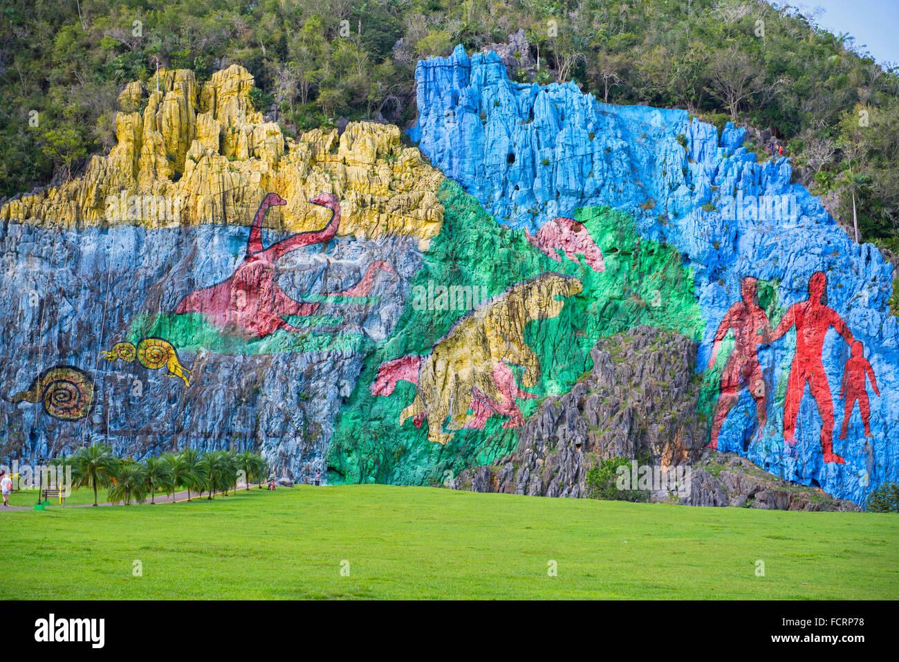 Vinales valley mural valle de vinales mural de la for Mural de la prehistoria