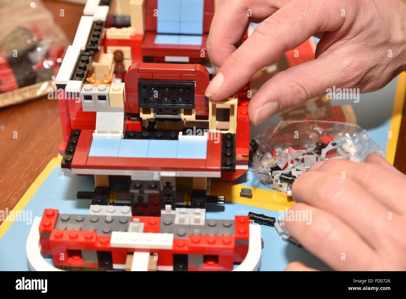constructing model kit hobby modelling lego 10220 volkswagen t1