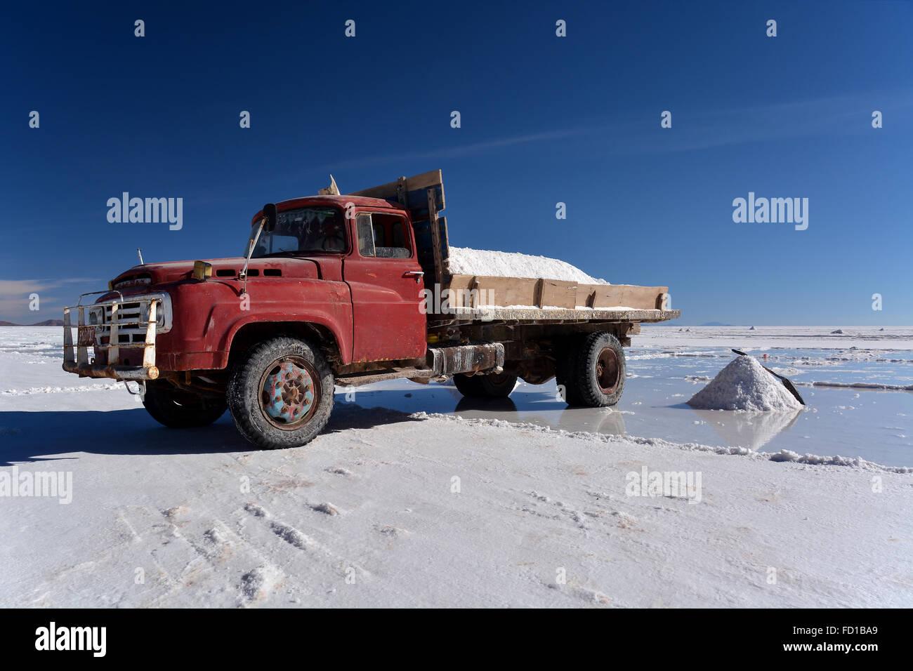Old truck used for salt transport, salt flats, Salar de Uyuni ...