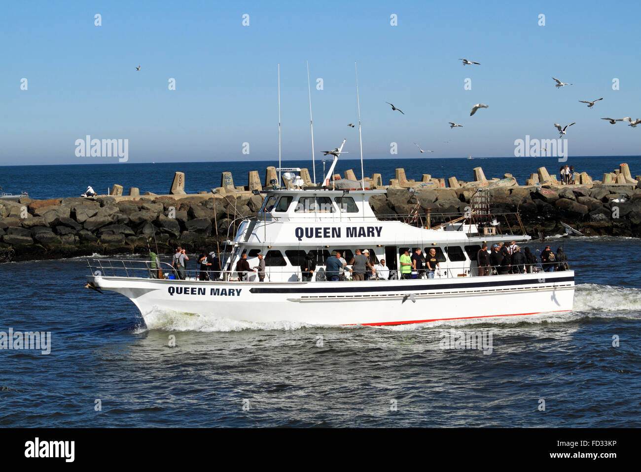 The queen mary a popular fishing expedition vessel for Fishing boats point pleasant nj