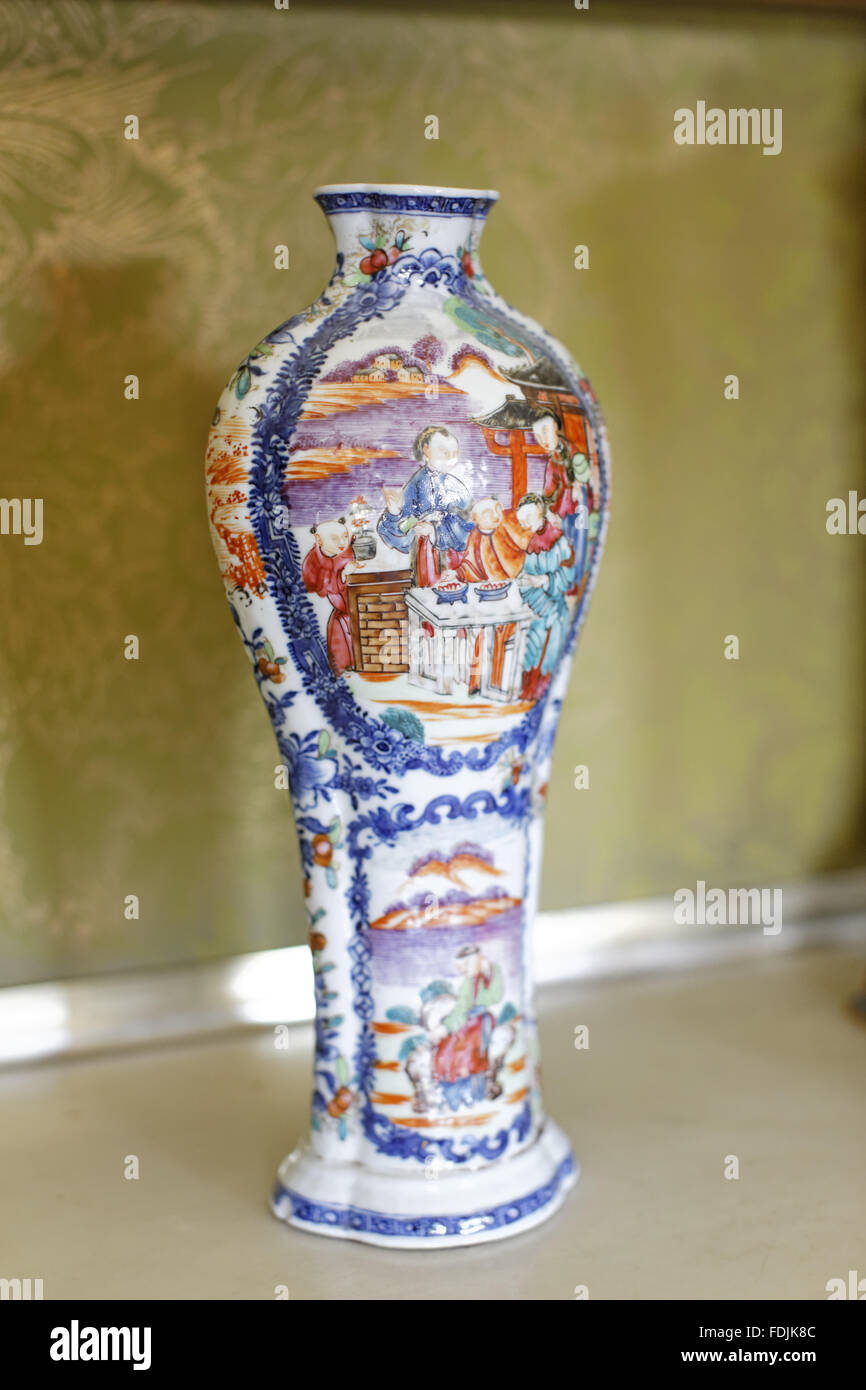 18th century porcelain chinese baluster vase at saltram mansion 18th century porcelain chinese baluster vase at saltram mansion devon reviewsmspy