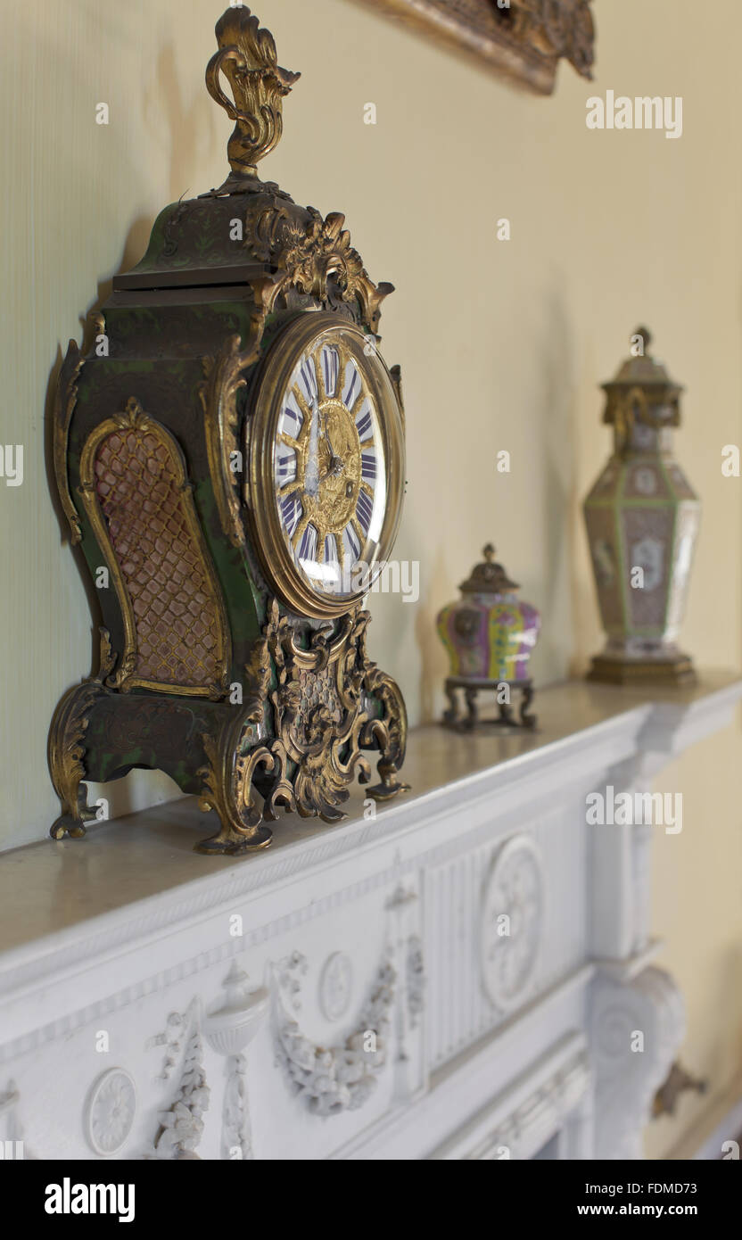 boulle bracket clock on the fireplace in the morning room at