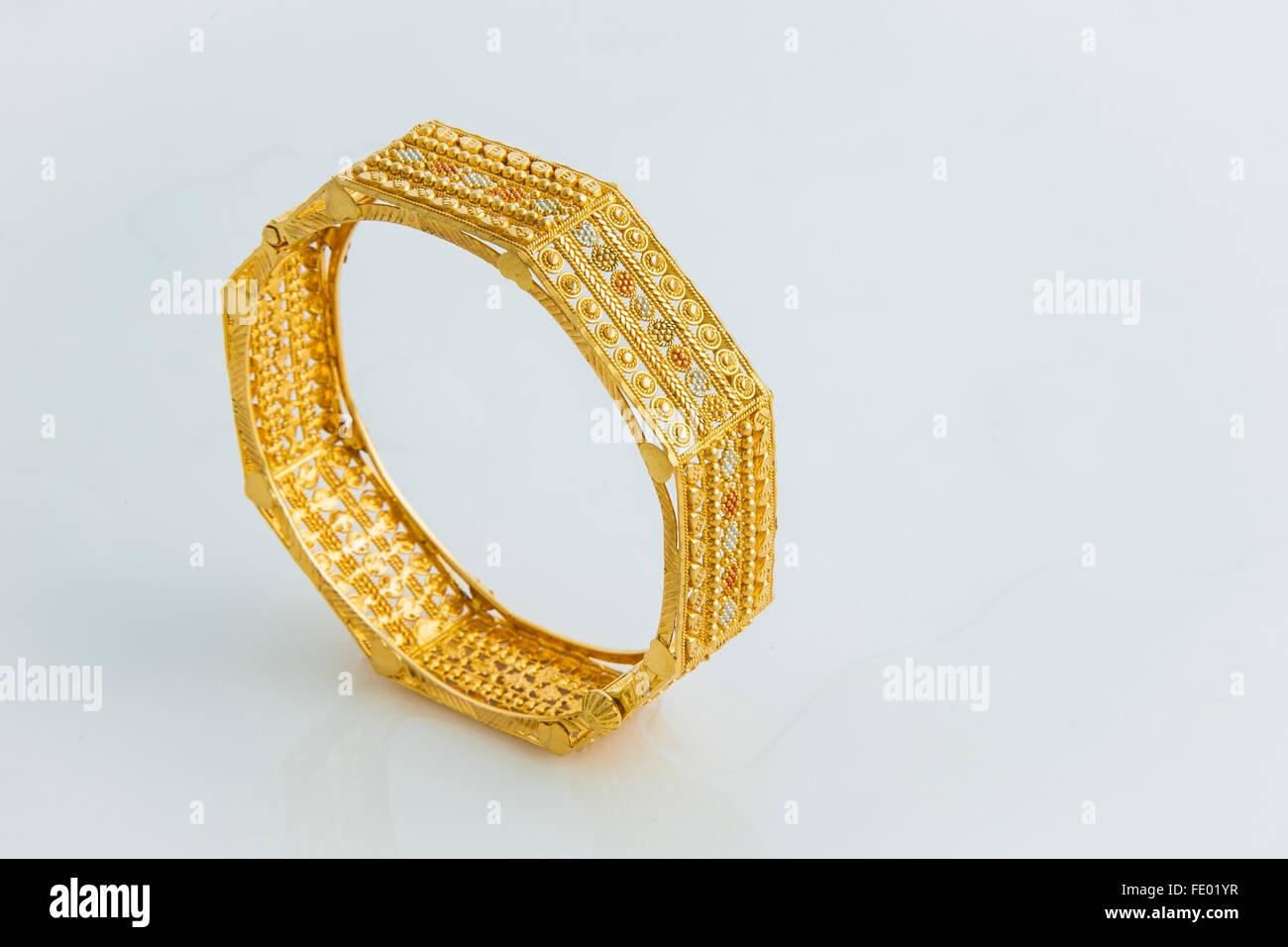 Indian Gold Bangles Stock Photos & Indian Gold Bangles Stock Images ...