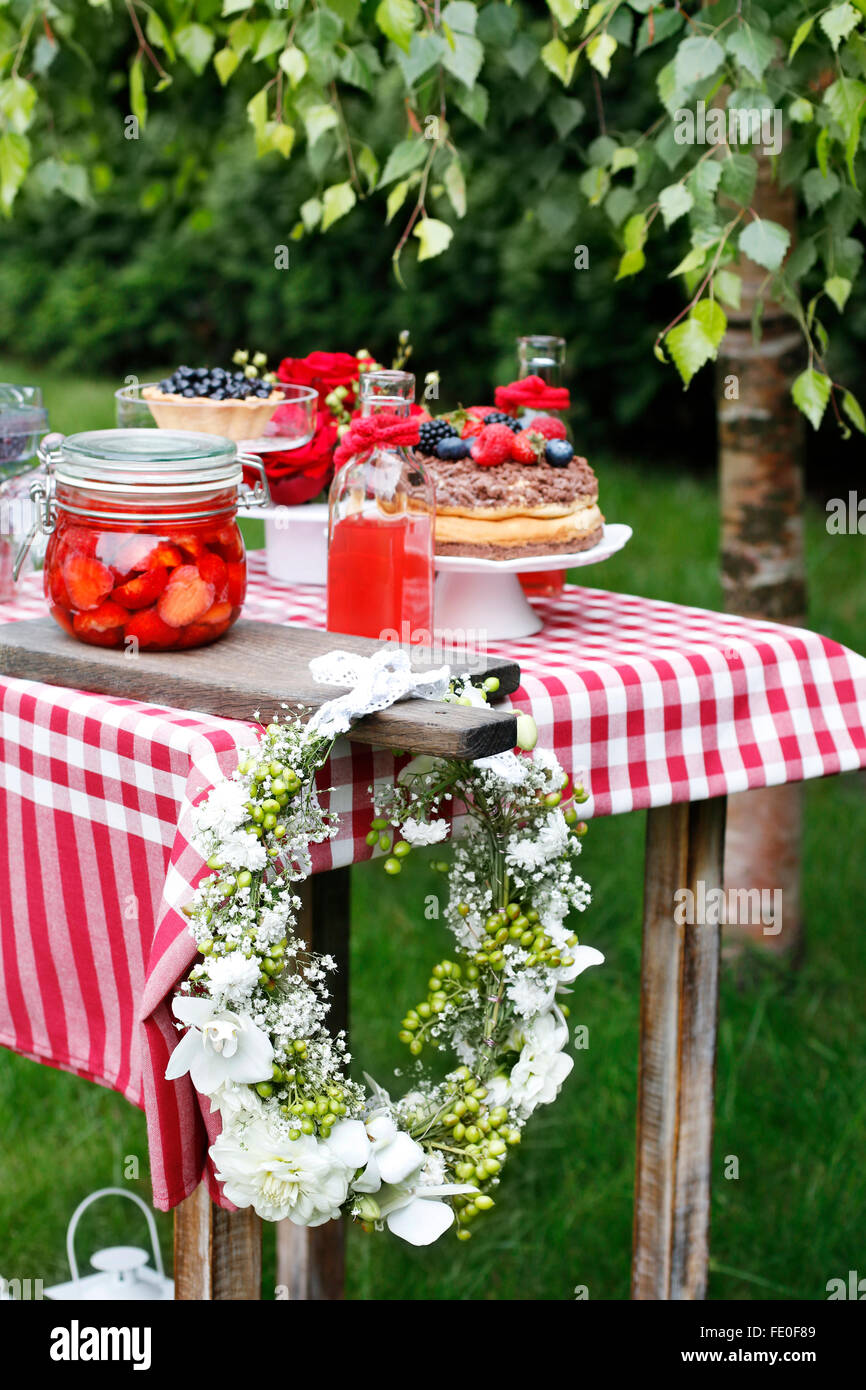 Garden party decorations: flower wreath with orchids, carnations ...