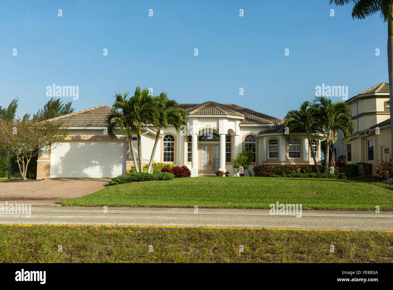 Stucco home images stunning front exterior with stucco for Block home builders in florida