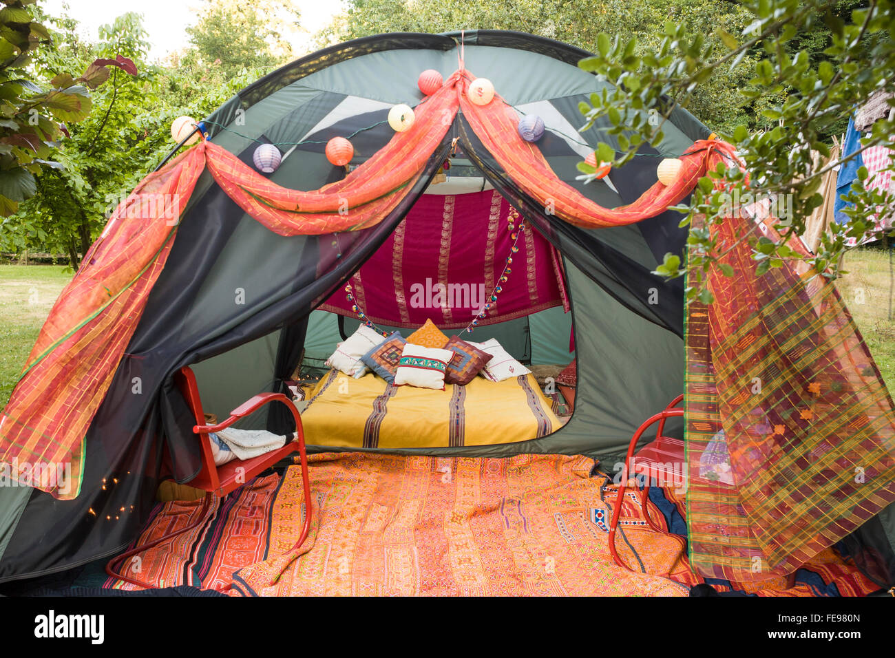 u0027Gl&ingu0027 tent decorated with colorful pillows and blankets. u0027 & Glampingu0027 tent decorated with colorful pillows and blankets Stock ...