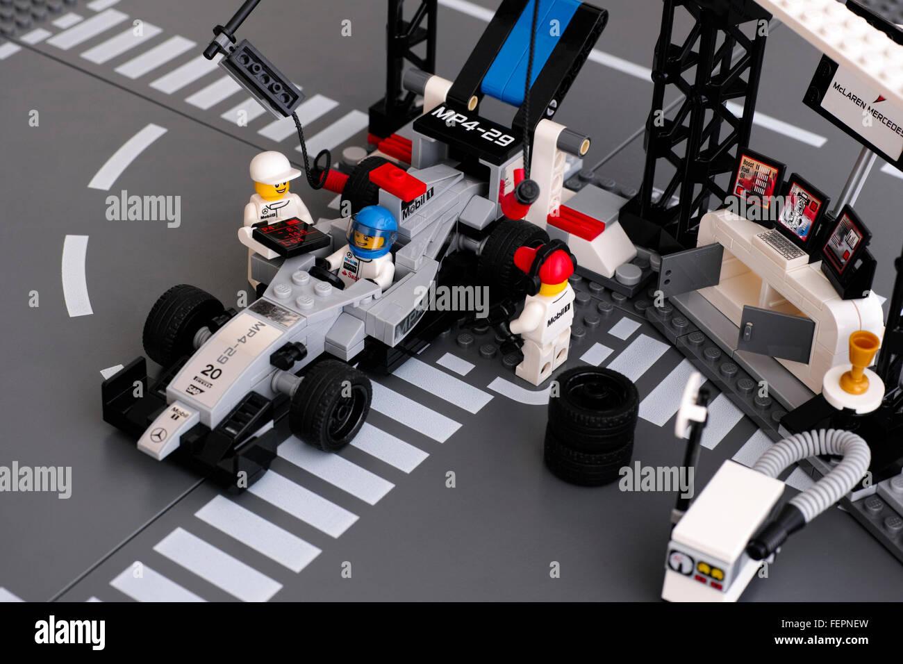 lego mp4 29 race car in mclaren mercedes pit stop by lego. Black Bedroom Furniture Sets. Home Design Ideas