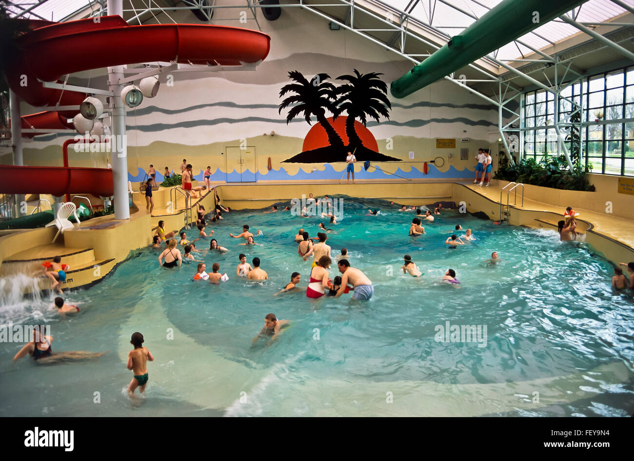 Aa 5423 deal waves swimming pool archival 1980s kent england stock photo royalty free for Waves swimming pool whitley bay