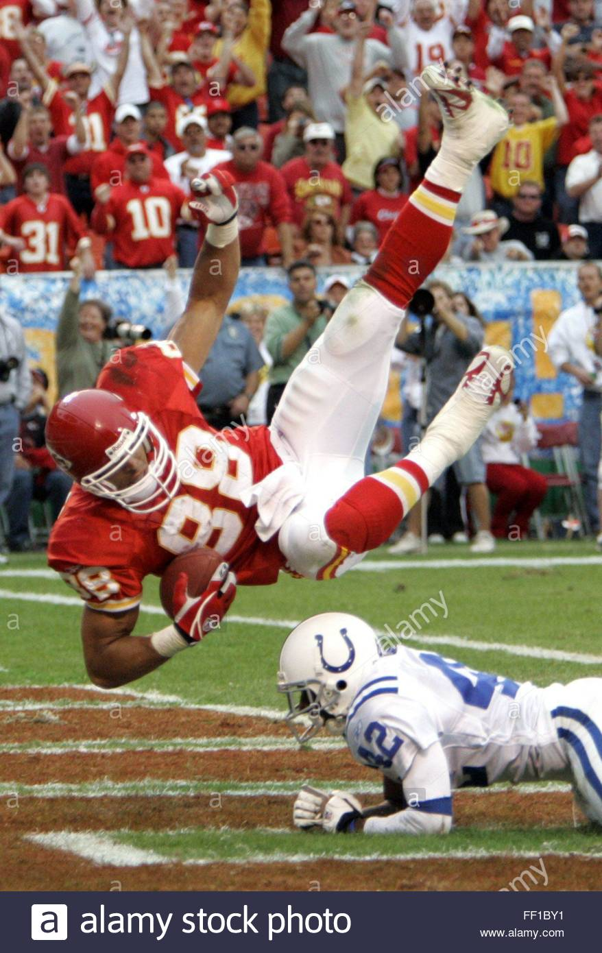 45f340c5 Kansas City Chiefs Tony Gonzalez (l) Falls Into The Endzone For A ..