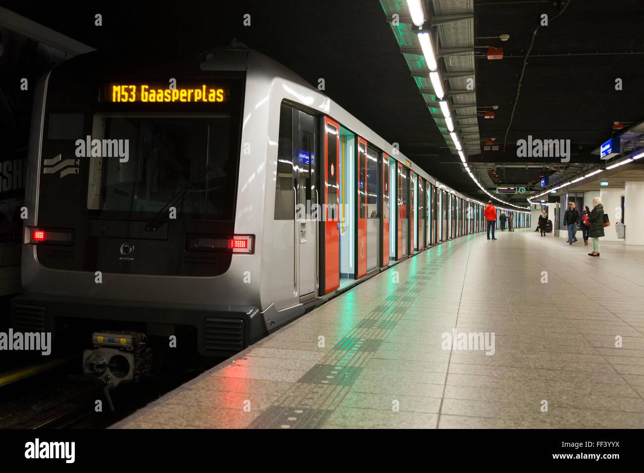Metro tube train: doors open (green light) before doors closing ...