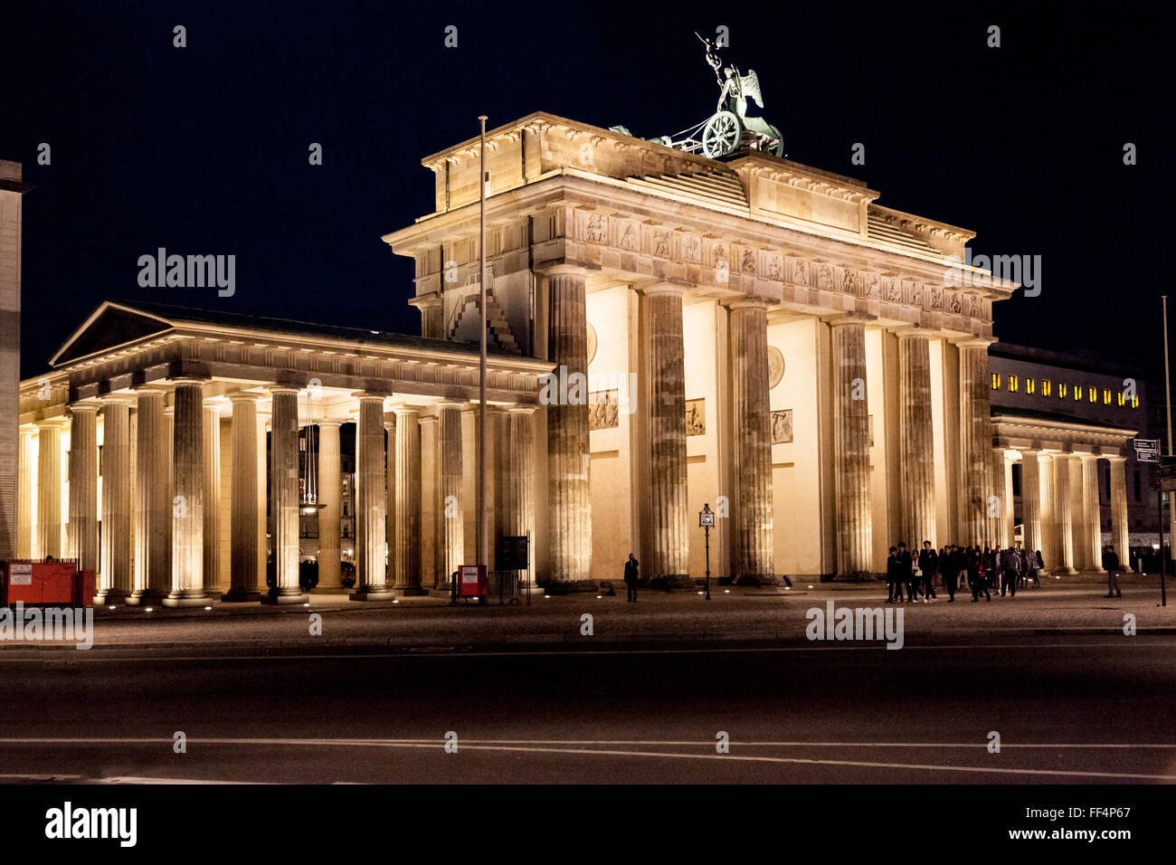 brandenburg gate at night - photo #47