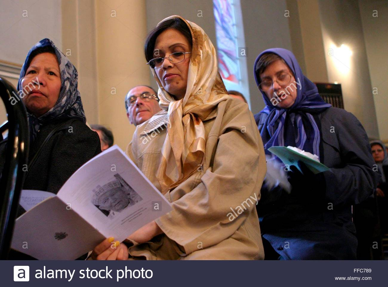 http://c8.alamy.com/comp/FFC789/epa000409039-iranian-catholic-women-pray-in-yussef-church-in-tehran-FFC789.jpg