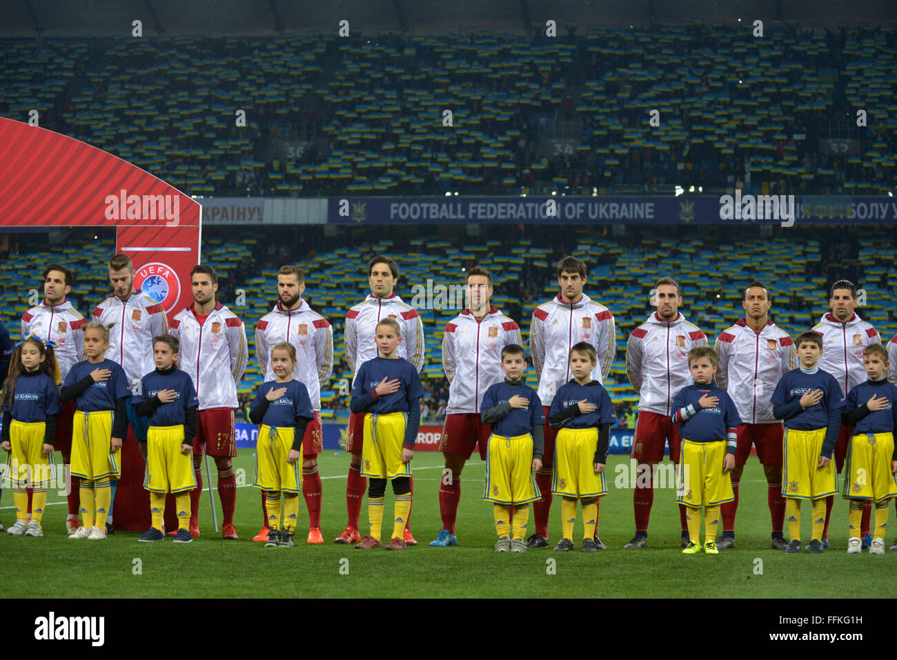 Hilo de la selección de España Spain-football-players-during-the-euro-2016-qualifying-soccer-match-FFKG1H