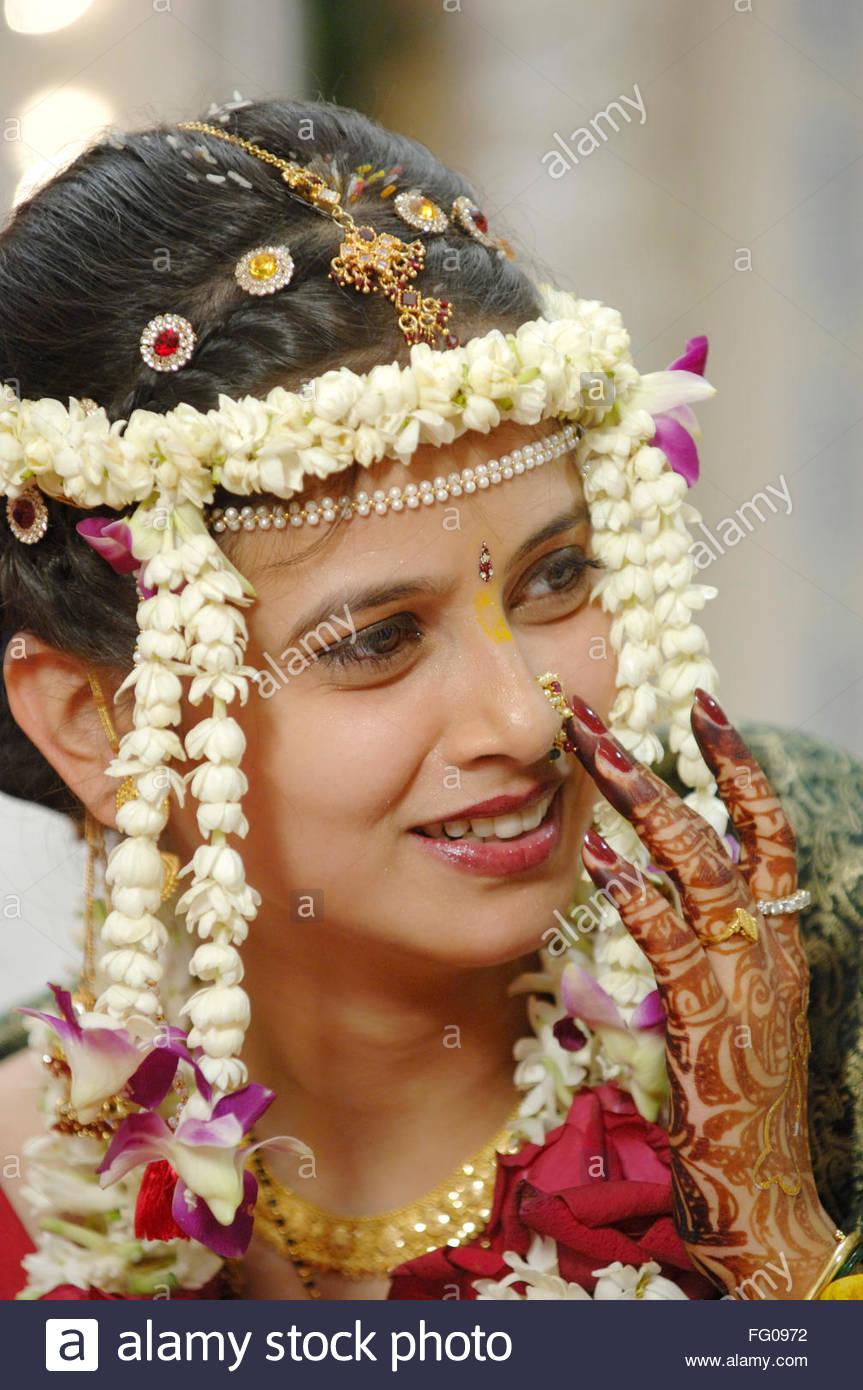 Maharashtrian Bride Wearing Gold Jewellery Stock Photos ...