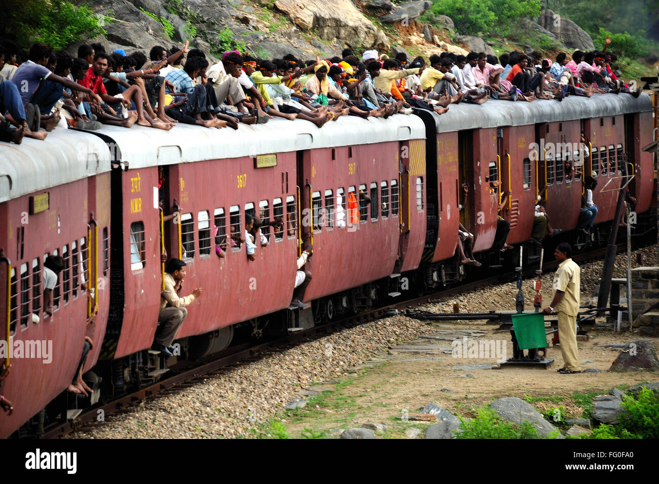 Commuters sitting on roof of train ; Kamali Ghat ; Rajasthan ; India & Commuters sitting on roof of train ; Kamali Ghat ; Rajasthan ... memphite.com