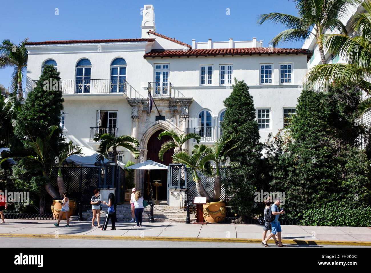 Miami beach florida art deco district ocean drive new year for Versace mansion miami tour