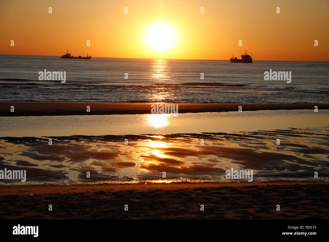 Strand nordsee sonnenuntergang  Sonnenuntergang, Nordsee, Strand, Sylt Stock Photo, Royalty Free ...