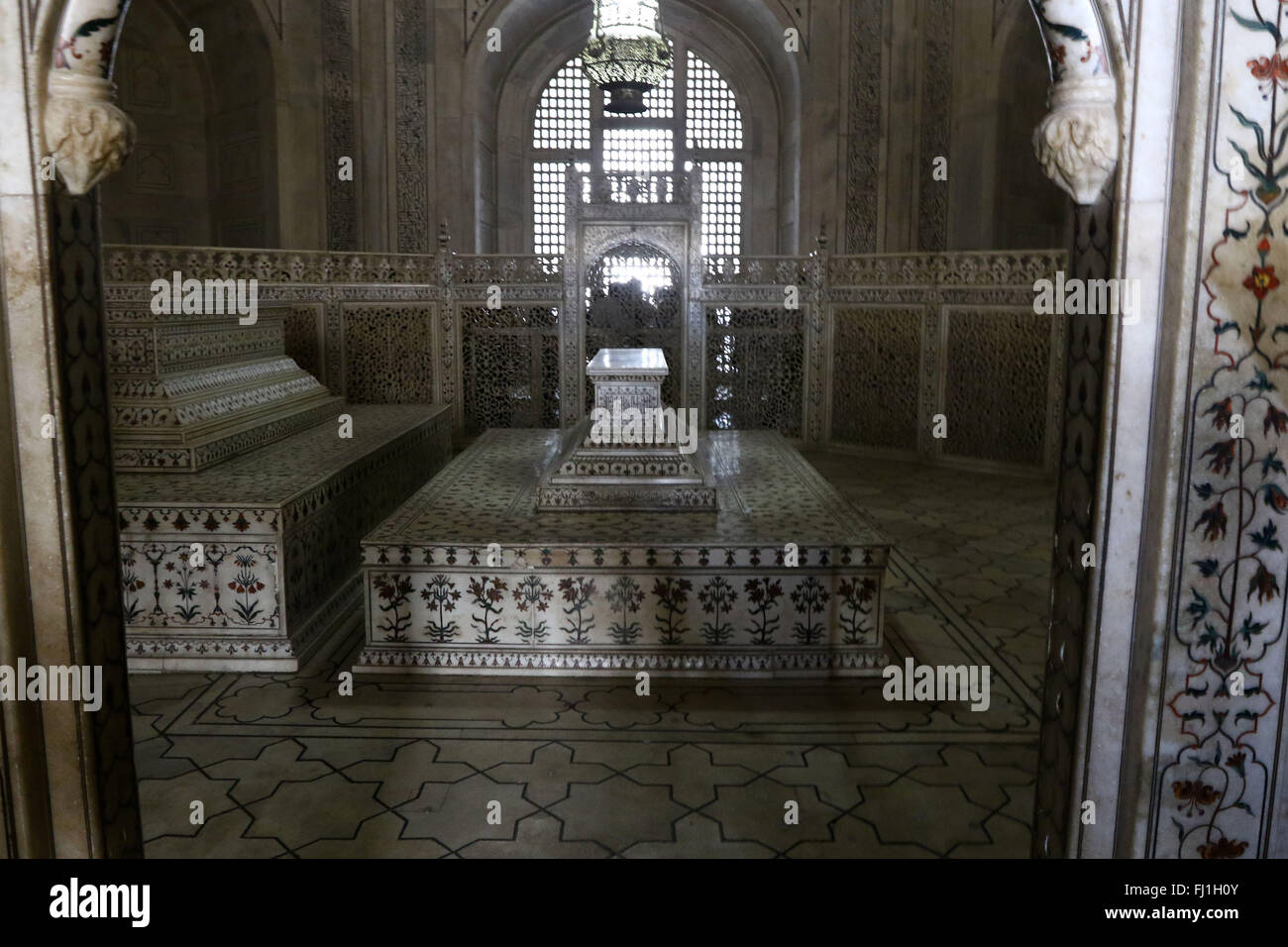 Taj Mahal interior tombs of Shah Jahan and Mumtaz Agra Uttar Stock