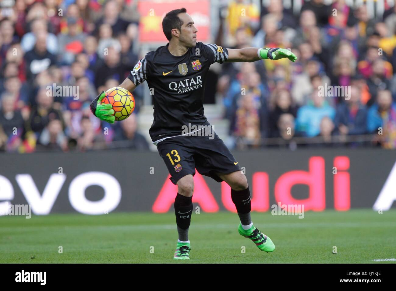 Claudio Bravo in action during the La Liga match FC Barcelona