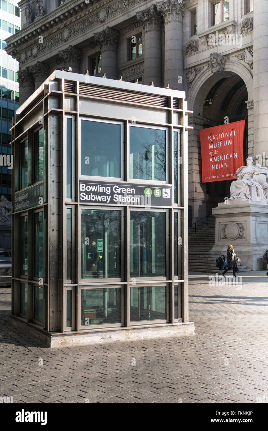 Bowling green subway station elevator nyc stock photo for Ascenseur maison