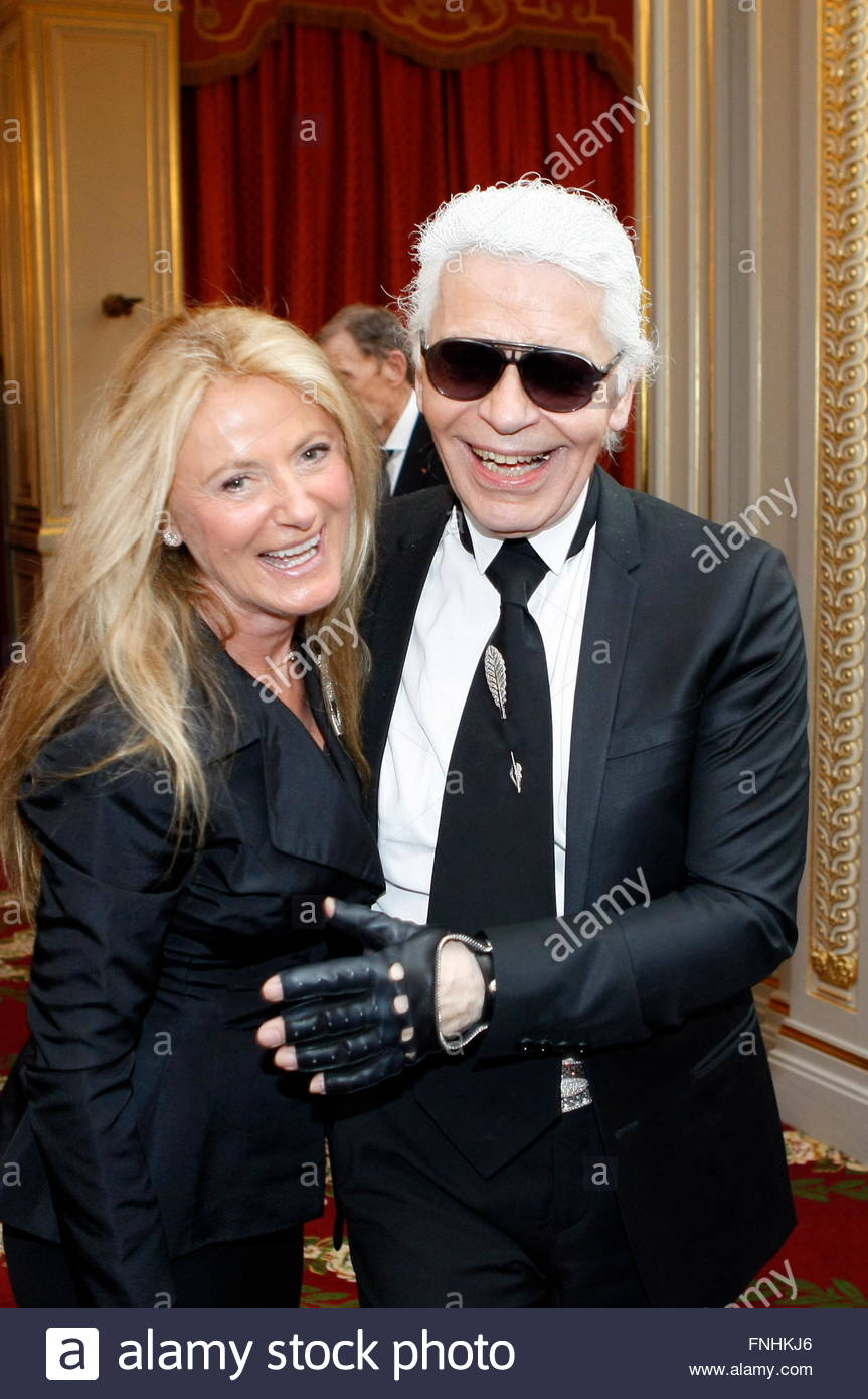 Stock Photo - US fashion designer Ralph Lauren\u0026#39;s wife, Ricky Lauren (R) dances with German fashion designer Karl Lagerfeld during a ceremony at the Elysee ...
