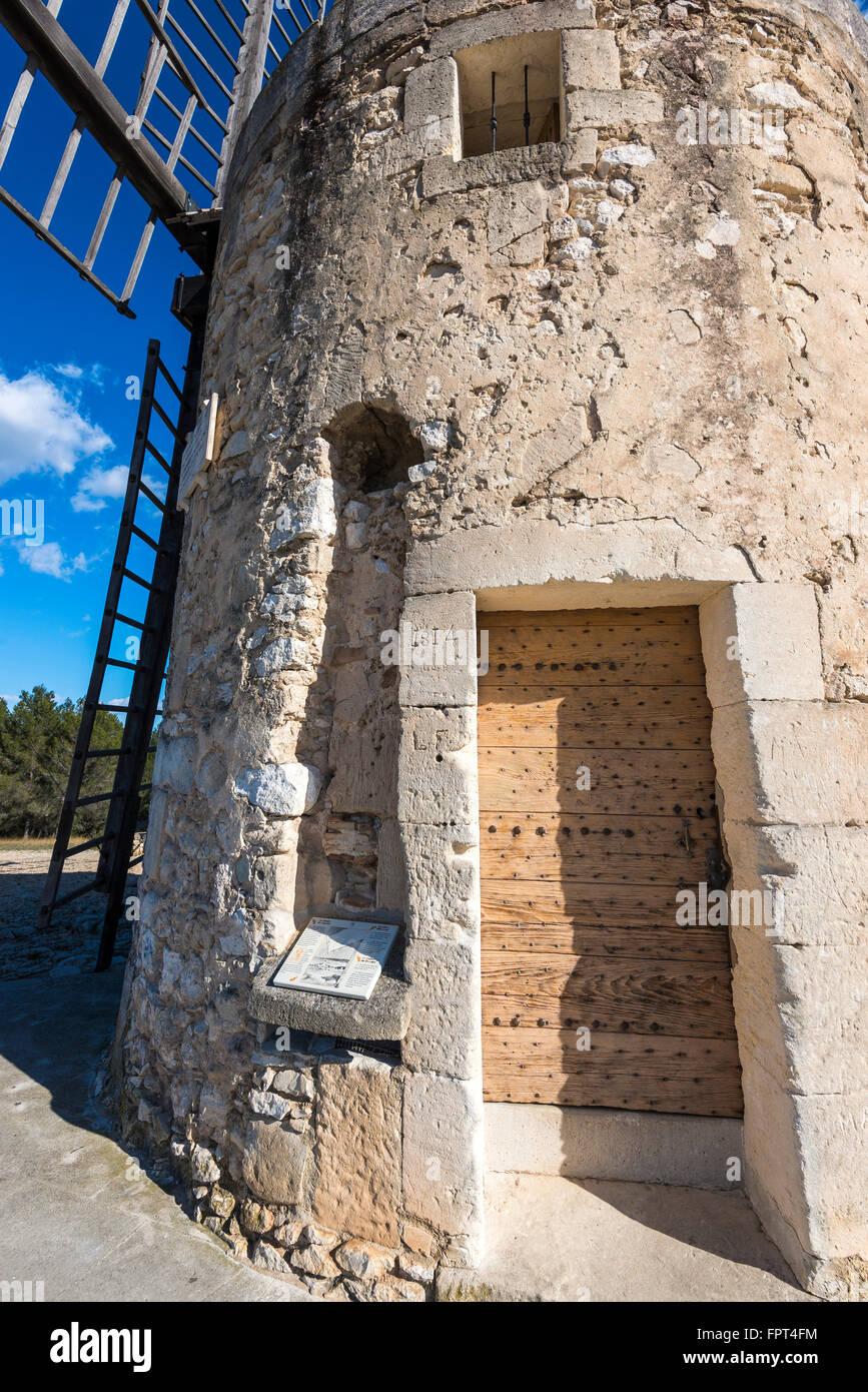 Moulin alphonse daudet fontvieille bouche du rhone paca for Bouche rhone