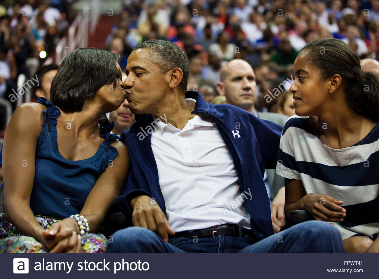 Michelle obama hugs team usa basketball wallpaper - how to create image file from sd card
