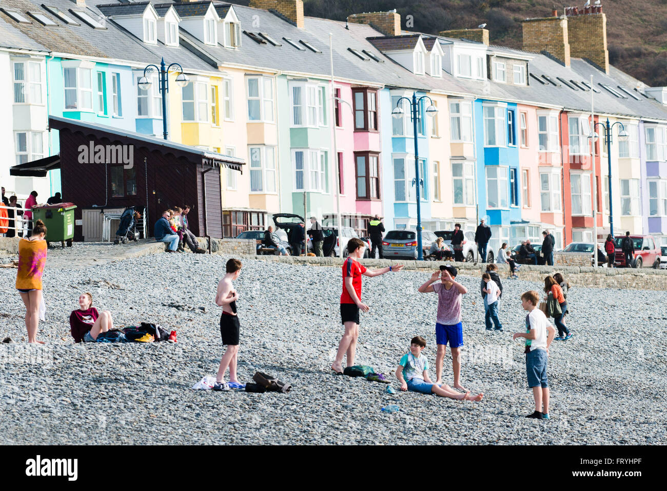 Aberystwyth, Wales, UK. 25th March, 2016. UK weather: People ...