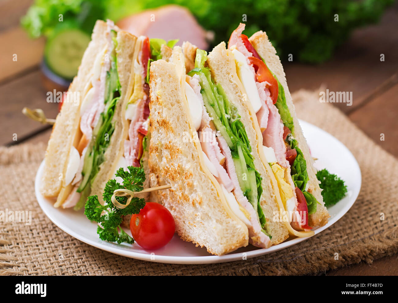 how to make club sandwich with egg