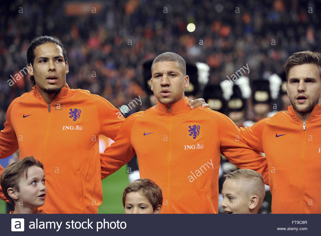 ¿Cuánto mide Virgil Van Dijk? - Altura - Real height Amsterdam-the-netherlands-25th-march-2016-international-friendly-the-FT9C8R