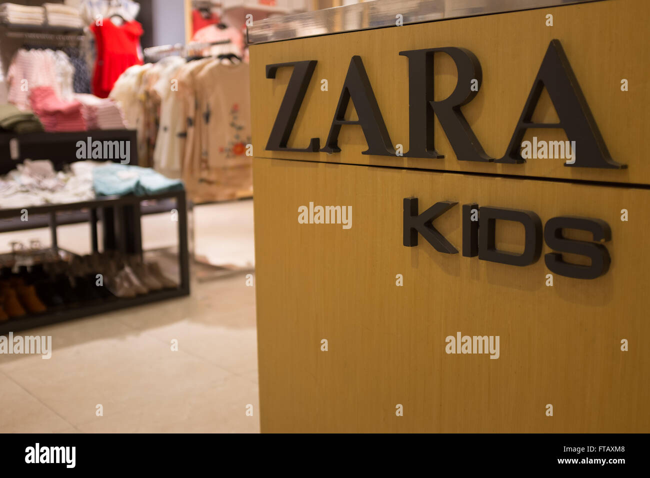 Zara kids shop inside a main zara store in barcelona - Zara kids online espana ...