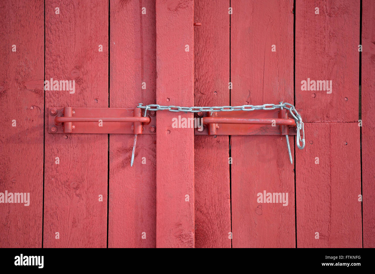 makeshift chain lock on red barn door & makeshift chain lock on red barn door Stock Photo Royalty Free ...