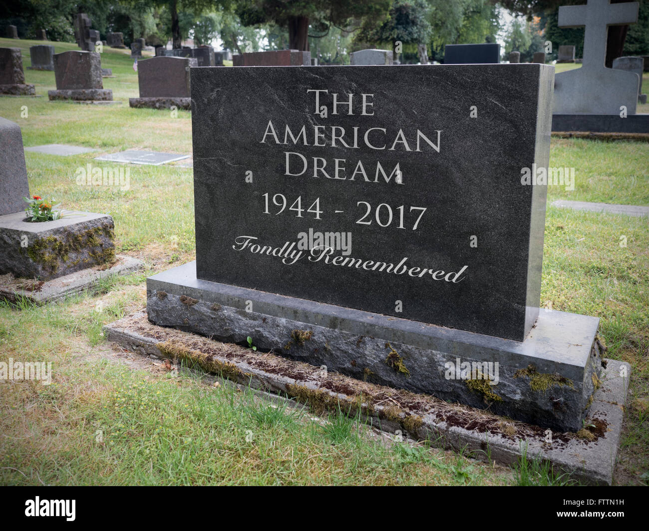 the american dream in death of Keywords: the american dream, failure, fitzgerald, the great gatsby, power,  wealth  call daisy and inform her about gatsby's death but the buchanans  have.