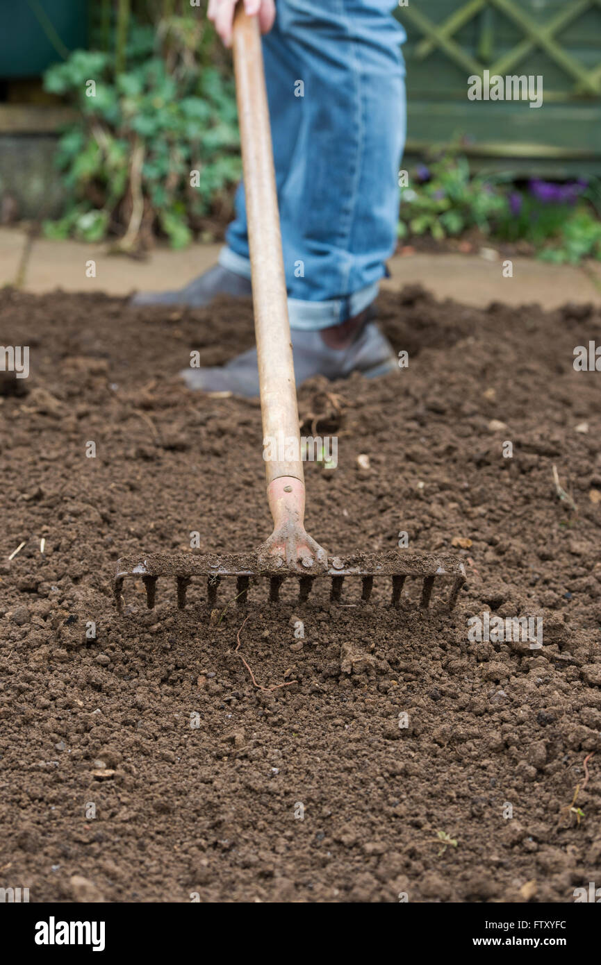 how to prepare soil for vegetables